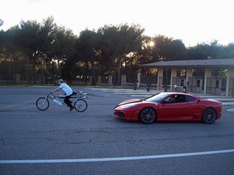Reaktyvinis dviratis pasiekė 333km/h greitį