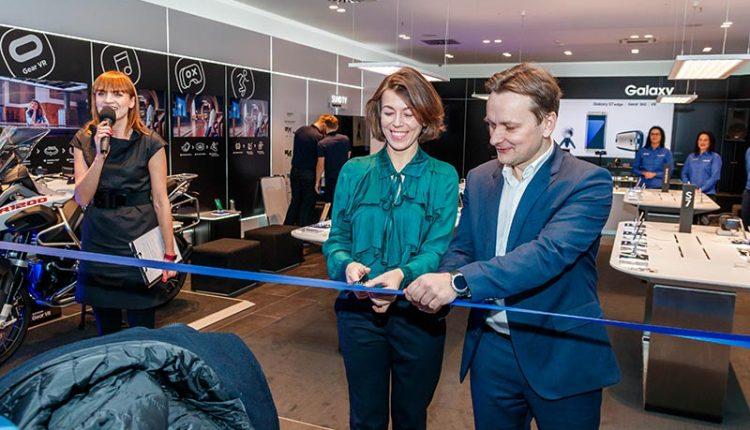 """""""Samsung"""" parduotuvės atidarymas: olimpiečiai ir virtuali realybė"""