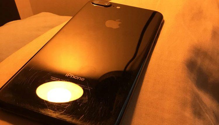 """Kaip atrodo """"iPhone 7 Plus Jet Black"""" po trijų mėnesių naudojimo be dėklo?"""