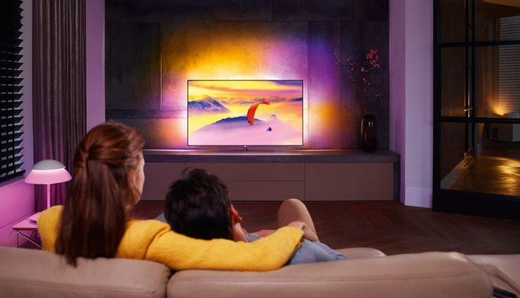 """""""Ambilight"""" – televizorius su aureole, saugančia Jūsų akis"""