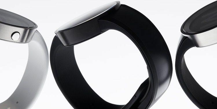 """Monochrominis laikrodis """"Sony FES Watch U"""" jau parduodamas"""