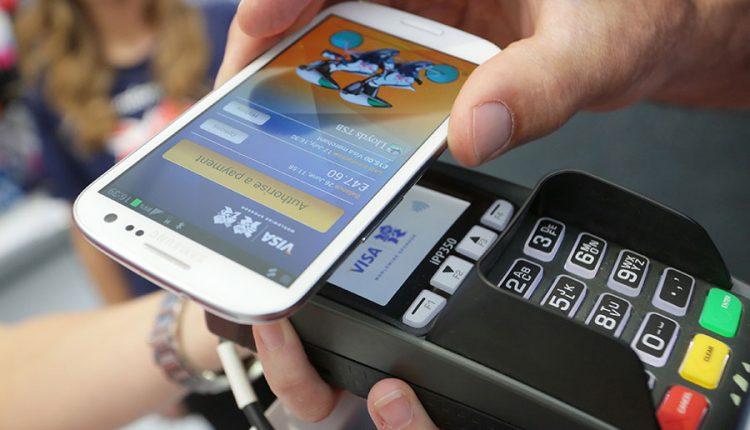 Momentinių mokėjimų telefonu belaukiant: ekspertai įvardija didžiausias saugumo grėsmes