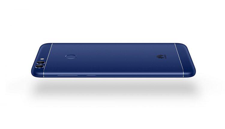 """""""Huawei"""" nusitaikė į jaunimą – pristato stilingą telefoną, suprantantį jų norus"""