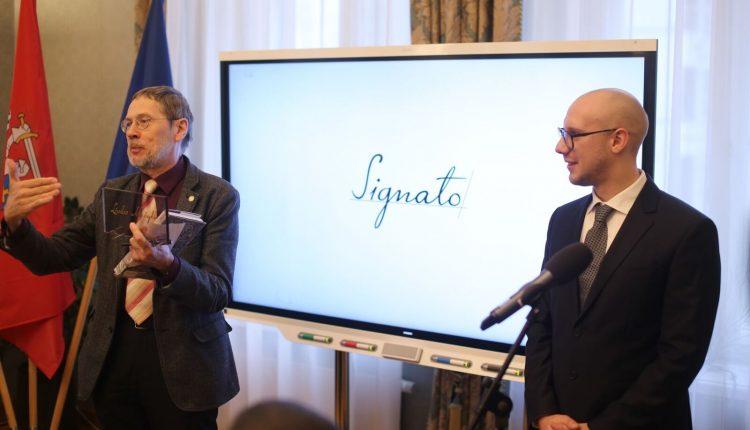 """Šimtmečiui skirtas šriftas """"Signato"""" kviečia tapti šių laikų signatarais"""