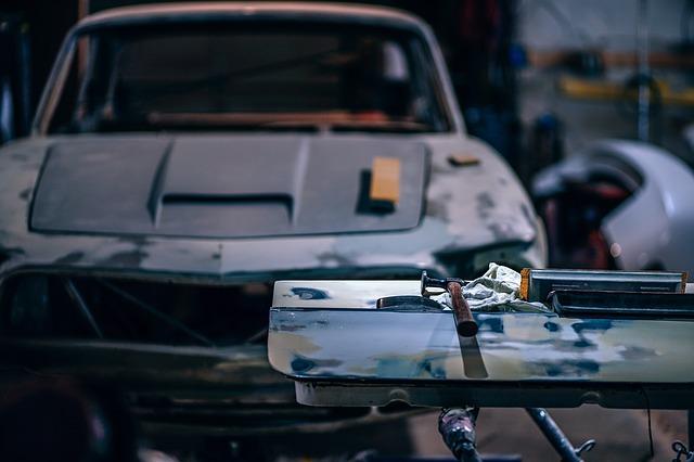 Erzina senos automobilio problemos? Įveikite jas apsipirkę internetu