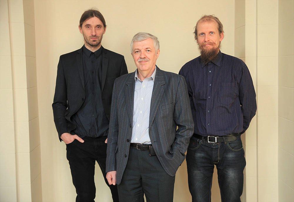 FTMC mokslininkai. Iš kairės į dešinę: Marius Franckevicius, prof. Vidmantas Gulbinas, dr. Andrius Devizis. Nuotr. Gedmantas Kropis